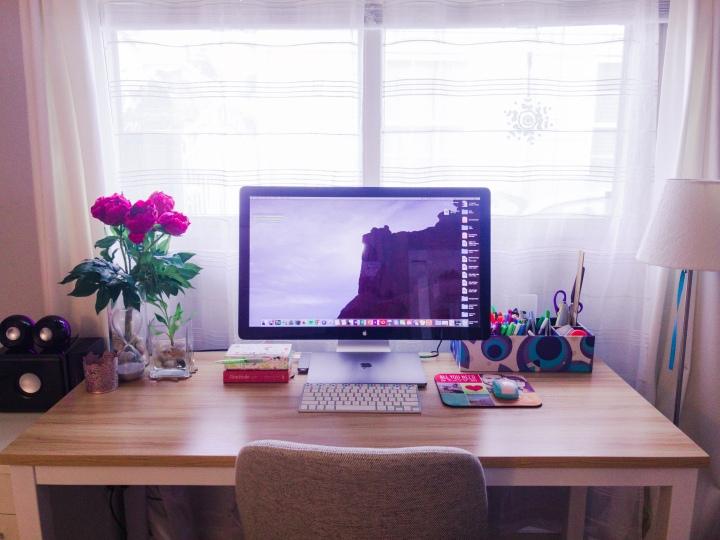 Computer, writing desk
